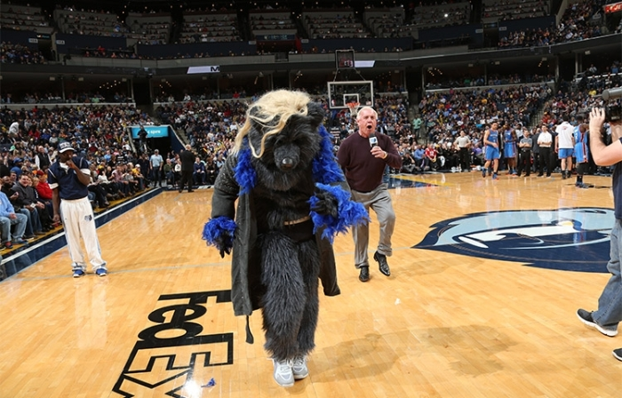 Ric Flair con The Nature Bear de los Memphis Grizzlies